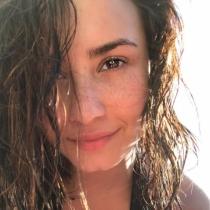 Las pecas de Demi Lovato, al aire sin maquillaje