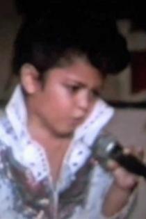 Con cuatro años apareció en cine y TV