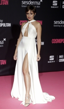 Premios Cosmopolitan: Verónica Echegui, sexy de blanco