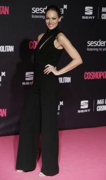 Premios Cosmopolitan: Eva González, total black
