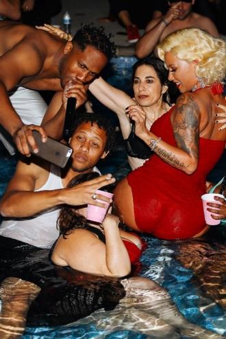 Decoracin para una fiesta de cumpleaos en la piscina