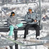 Chris y Elsa, a juego en la nieve