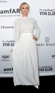 Paris Hilton, todo al blanco