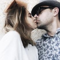 Laura Escanes y Risto Mejide se comen a besos