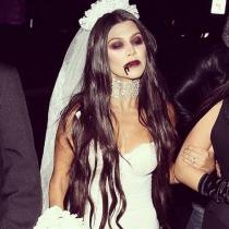 Kourtney Kardashian, una novia fantasmagórica en Halloween