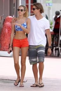 El novio de Candice Swanepoel y padre de su bebé