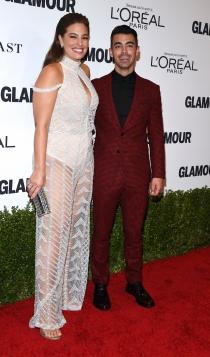 Premios Mujer del Año de Glamour: Joe Jonas y Ashley Graham