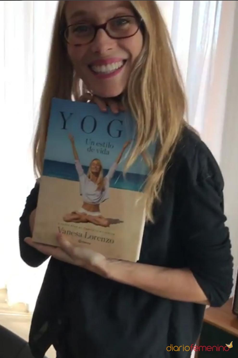 El libro de yoga de vanesa lorenzo for Instagram vanesa lorenzo