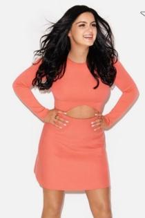 Ariel Winter, posando como Kendall Jenner
