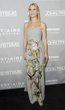 Julie Bowen, radiante con bordados