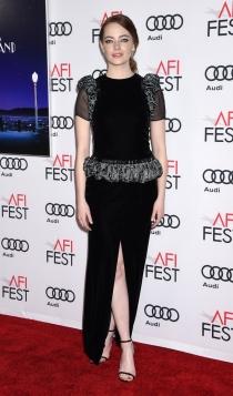 Emma Stone, radiante de negro