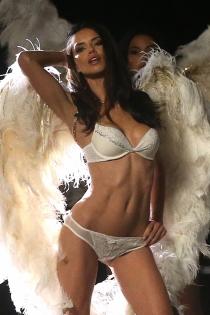 Horóscopo en Victoria's Secret: Géminis, el signo de Adriana Lima