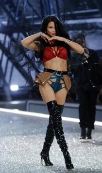 Desfile de Victoria's Secret 2016: Adriana Lima