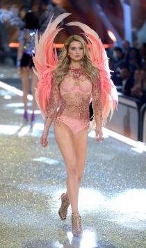 Desfile de Victoria's Secret 2016: Lily Donaldson
