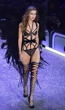 Desfile de Victoria's Secret 2016: Gigi Hadid, todo al negro