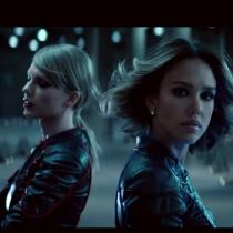 Famosos que protagonizaron un videoclip: Jessica Alba