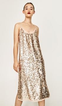 Un vestido de lentejuelas doradas de ZARA para recibir al nuevo año