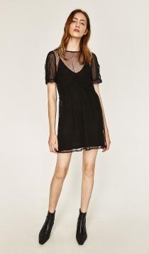 Un vestido negro con transparencias de ZARA, gran opción en 2017