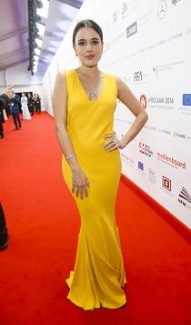 Adriana Ugarte se atreve con el amarillo