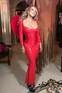Mariah Carey y su vestido rojo de vampiresa para Navidad