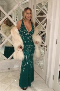 Un vestido muy navideño para Mariah Carey