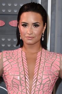 Peinados efecto mojado: Demi Lovato