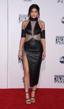 Nochevieja: Kylie Jenner, vestido con aperturas