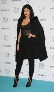 Nochevieja: Kylie Jenner, total black