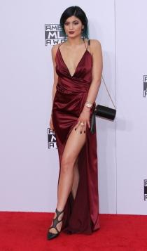 Nochevieja: Kylie Jenner, muy elegante