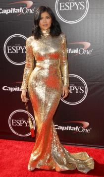 Nochevieja: Kylie Jenner, look dorado