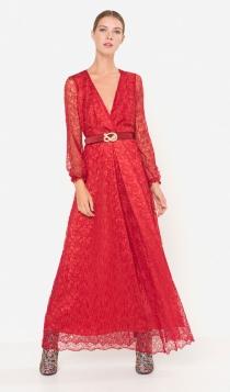 Vestidos de boda en 2017: un look rojo de Uterqüe