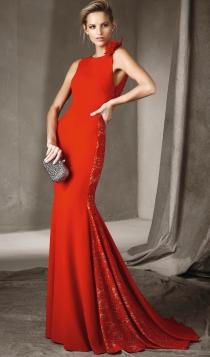 Vestidos de invitada en 2017: un vestido rojo ideal de Pronovias