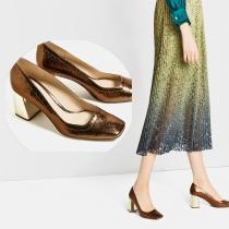ZARA: Zapato de salón dorado estilo craquelado