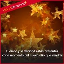 La felicidad y el amor del año Nuevo con tus seres queridos
