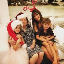 Alessandra Ambrosio celebra Navidad con sus hijos