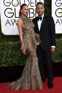 Parejas en los Globos de Oro 2017: Chrissy Teigen y John Legend