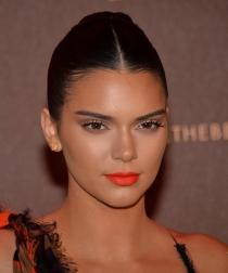 Kendall Jenner: Moño bajo