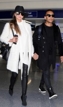 Looks de aeropuerto: Chrissy Teigen y John Legend