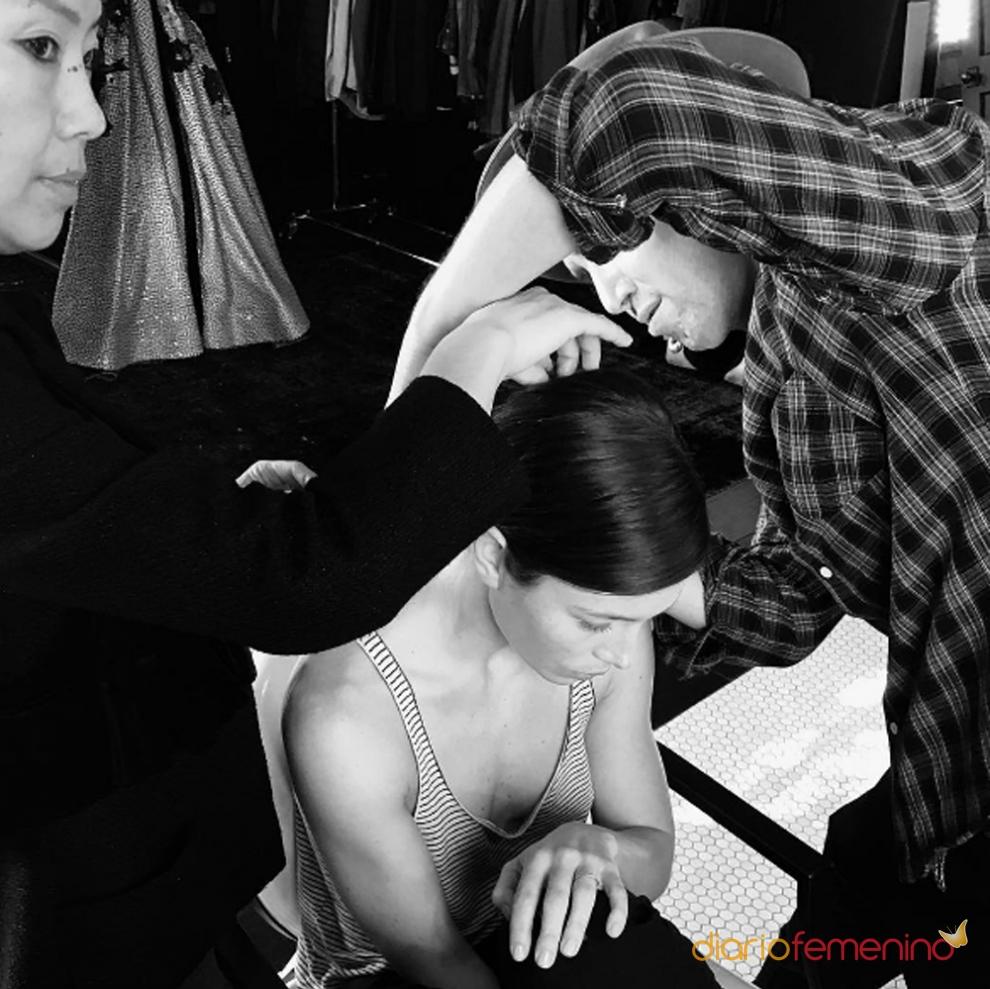 Los preparativos de Jessica Biel antes de los Globos de Oro 2017