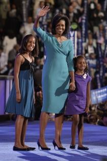 Malia, con Michelle Obama y su hermana pequeña