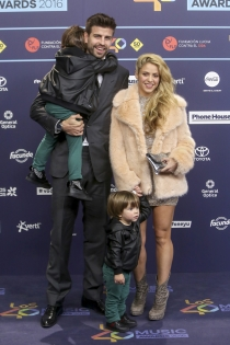 La familia al completo en los premios 40 Principales