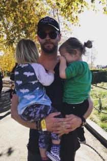 Famosos papás de gemelos: Chris Hemsworth y Elsa Pataky