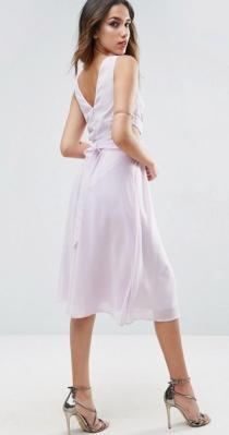 Otro vestido lavanda de ASOS para invitadas