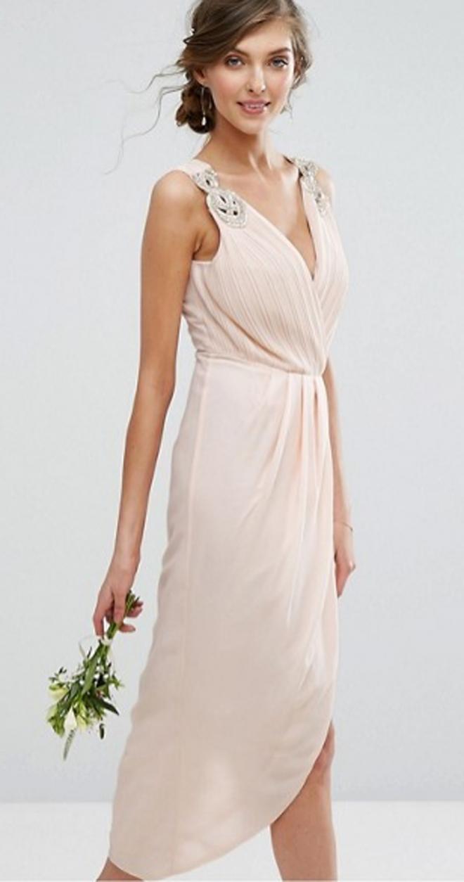 Un vestido nude muy bonito de ASOS por menos de 100 euros