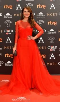 Premios Goyas 2017: Paula Echevarría, mujer de rojo
