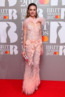 Brit Awards 2017: el look más dulce de Natalia Vodianova