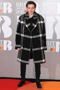 Brit Awards 2017: la elegancia y el estilo de Brooklyn Beckham