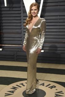 El vestido metalizado de Amy Adams