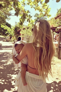 Bebé y mamá: la nueva vida de Candice Swanepoel