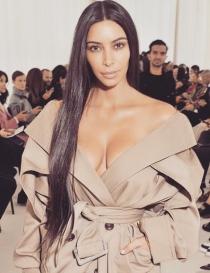 Kim Kardashian, natural en un desfile